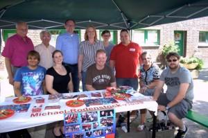 Neben Mitgliedern des SPD Ortsvereins Wanheimerort, besuchten auch Bürgervereinsvorsitzender Werner Halverkamps (auch SPD W'ort), Bärbel Bas (MdB), Sarah Philipp (MdL) und OB-Kandidat Sören Link das Fest.